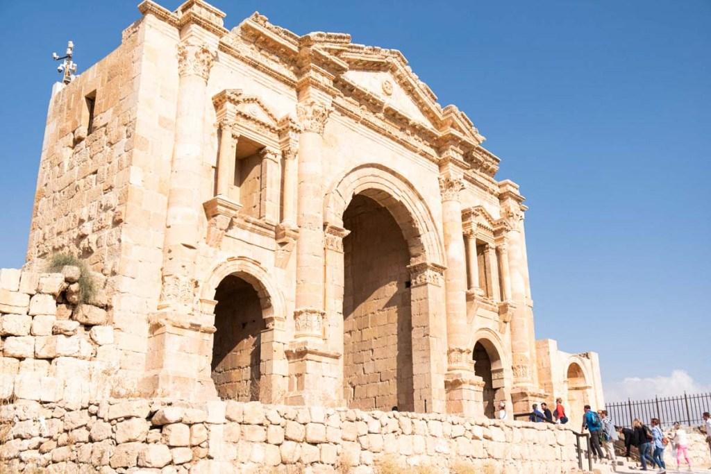 L'Arc d'Hadrien à Jerash en Jordanie dans notre article Visiter la Jordanie: Mon itinéraire de 2 semaines en road trip en Jordanie #jordanie #road trip #voyage