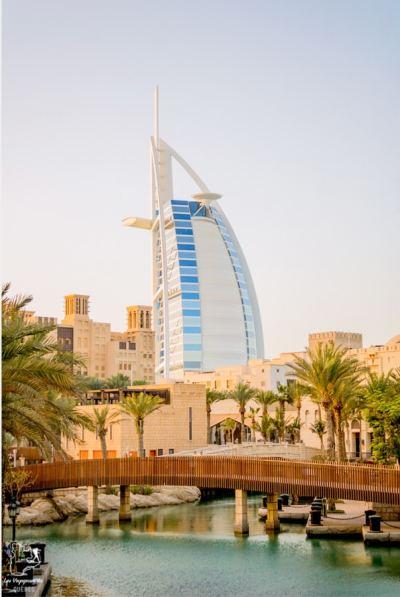 Le Burj Al Arab, un hôtel 7 étoiles à Dubaï dans notre article Visiter Dubaï avec un petit budget : Que faire à Dubaï et voir pour un séjour pas cher #dubai #emiratsarabesunis #asie #voyage