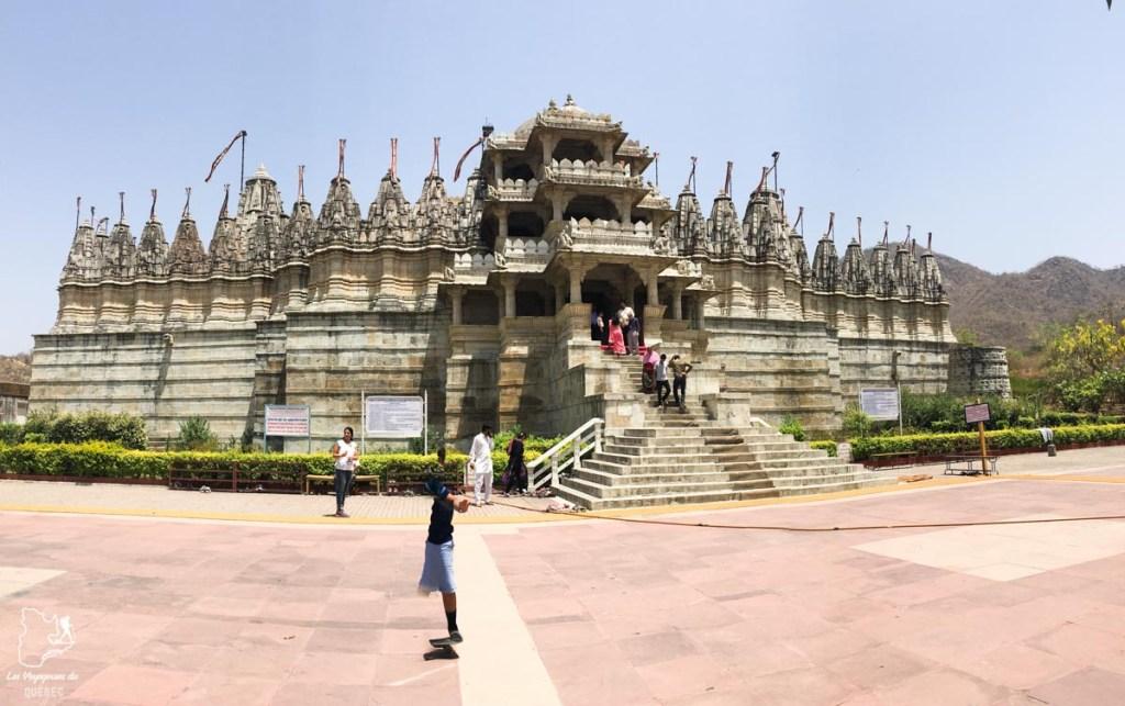 Ranakpur Temple à Udaipur dans notre article Visiter le Rajasthan en Inde : Itinéraire et conseils pour un voyage dans cet État du Nord de l'Inde #rajasthan #inde #itineraire #voyage