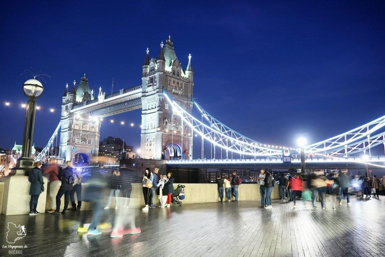 Tower Bridge la nuit à Londres en Angleterre dans notre article Quitter une vie où il faut plaire à tout prix pour voyager et être enfin libre #voyage #voyageraufeminin #femme #inspiration