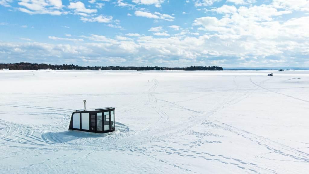 Hébergement insolite au Québec, l'Igloft chez Équinoxe Aventure à Alma dans notre article Dormir sur l'eau: 5 hébergements insolites sur l'eau où dormir au Québec #quebec #hebergement #hebergementinsolite