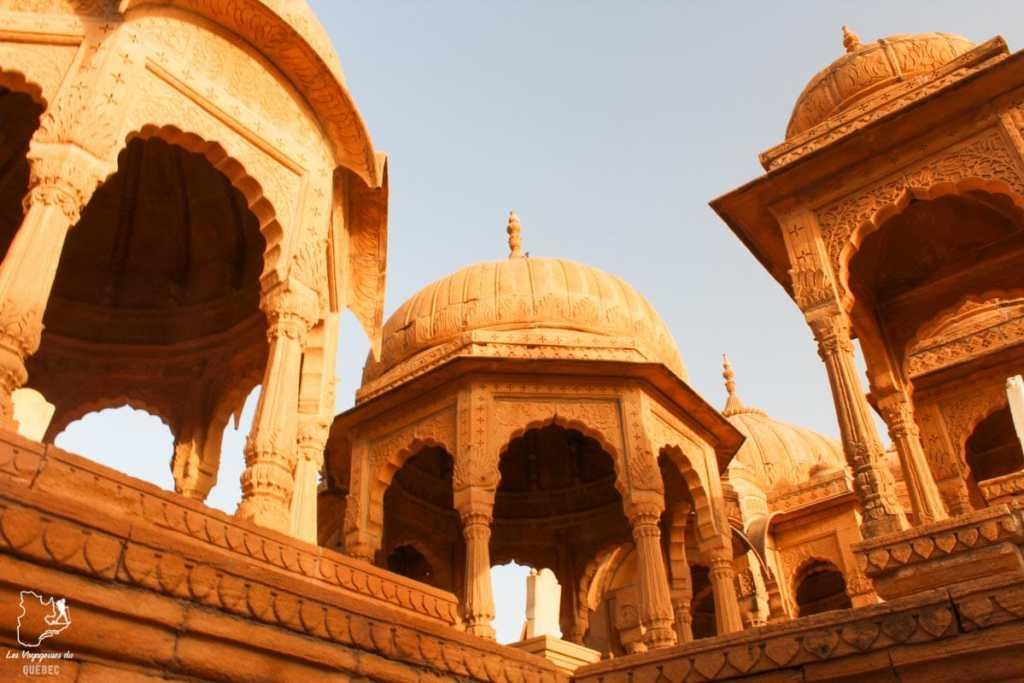 Tombeaux de Bada Bagh à Jaisalmer dans notre article Visiter le Rajasthan en Inde : Itinéraire et conseils pour un voyage dans cet État du Nord de l'Inde #rajasthan #inde #itineraire #voyage