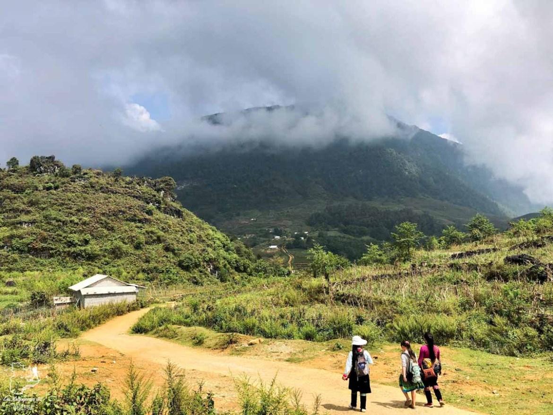Lors d'un trek dans les montagnes de Sapa au Vietnam dans notre article Oser partir en voyage au bout du monde malgré des barrières #voyage #oservoyager