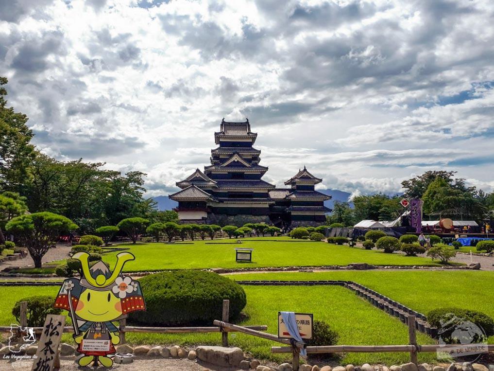 Le château Matsumoto dans notre article Alpes japonaises: road trip au Japon dans les montagnes de l'île de Honshū #japon #alpes #alpesjaponaises #roadtrip #asie #voyage #honshu