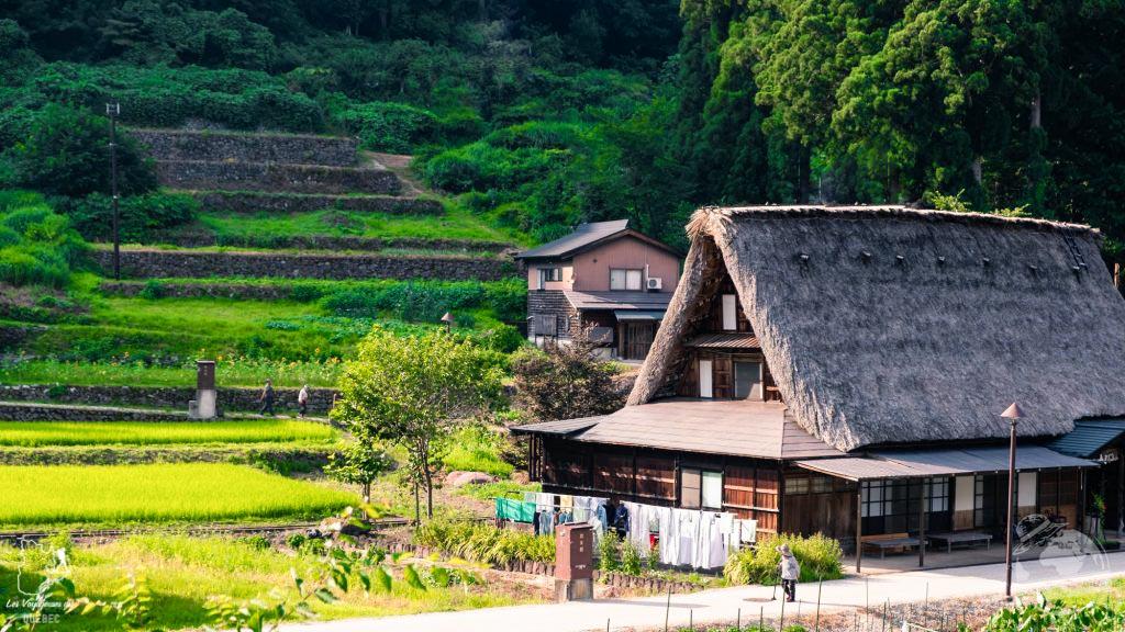 Maison au toit de chaume du village Gassho à Ainokura dans notre article Alpes japonaises: road trip au Japon dans les montagnes de l'île de Honshū #japon #alpes #alpesjaponaises #roadtrip #asie #voyage #honshu