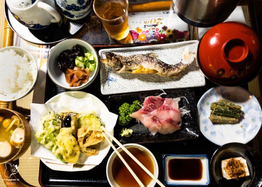 Repas traditionnel de notre minshuku au village Gasshô Ainokura dans notre article Alpes japonaises: road trip au Japon dans les montagnes de l'île de Honshū #japon #alpes #alpesjaponaises #roadtrip #asie #voyage #honshu