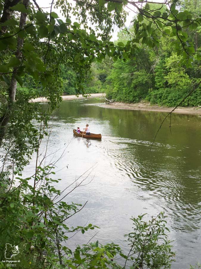 Canot sur la Rivière du Gouffre à Baie St-Paul dans notre article Visiter Charlevoix au Québec: Quoi faire dans Charlevoix entre fleuve et montagnes #charlevoix #quebec #voyage #canada