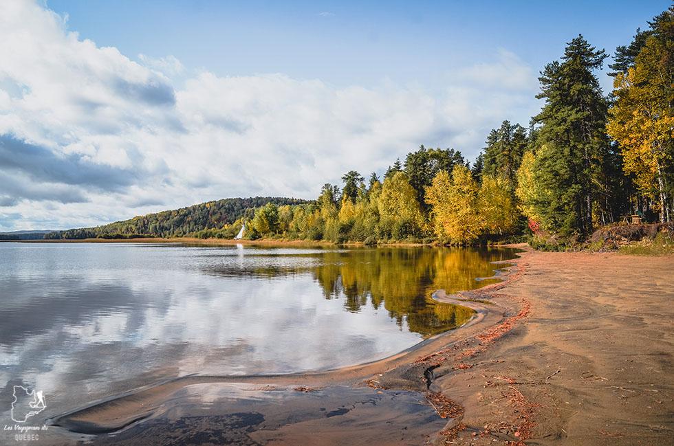 Lac Taureau à Saint-Michel-des-Saints dans Lanaudière dans notre article Road trip au Québec: 15 road trips thématiques à moins de 2h de Montréal #roadtrip #quebec #itineraire
