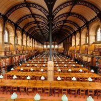 La salle de lecture de la bibliothèque Sainte-Geneviève par Henri Labrouste