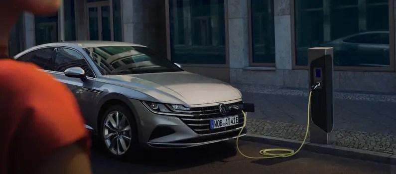 La carga inalámbrica para el coche eléctrico llegará en 2022