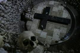 et un etrange monument (1500 squelettes)