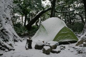 Petit repos aux tentes, puis on remonte