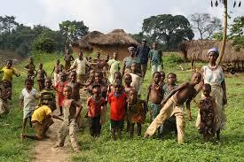 Groupe de villageois dans l'Akébou