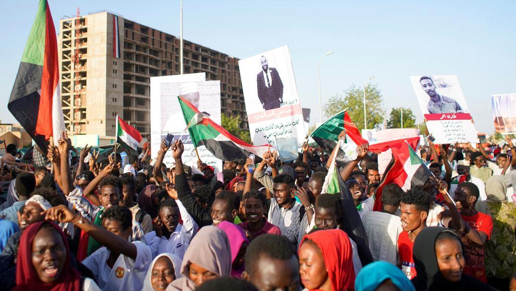 2019-04-13t193859z_1839786347_rc11df322330_rtrmadp_3_sudan-politics_0 (1)