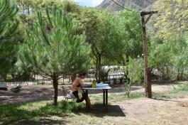 Camping u Thermas Cacheuta. Všimněte si vyřešení zásuvky :-)