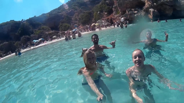 Já, Marťa a Brazilci na pláží - Cala d´es Moro, Mallorca.