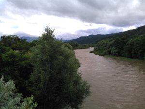 大雨後の雄物川