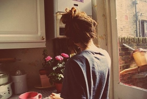 cute-flowers-girl-house-kitchen-morning-Favim.com-74213