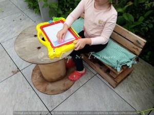 Jeux et mobilier d'enfants en palettes de Terre Vivante