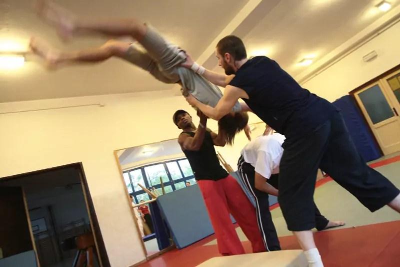ecole_de_cirque_formations_amateur_Paris_Ahmed-Said_Acrobatie_Prestations_Entreprises_01_letourdumondeengalipette