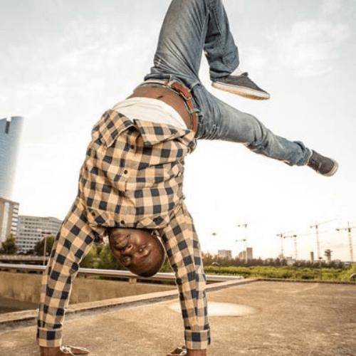 Maurice Abgenoo_Formation professionnelle Circus and dance_Création et danses urbaines_Le Tour du monde en galipette_cirque et danse