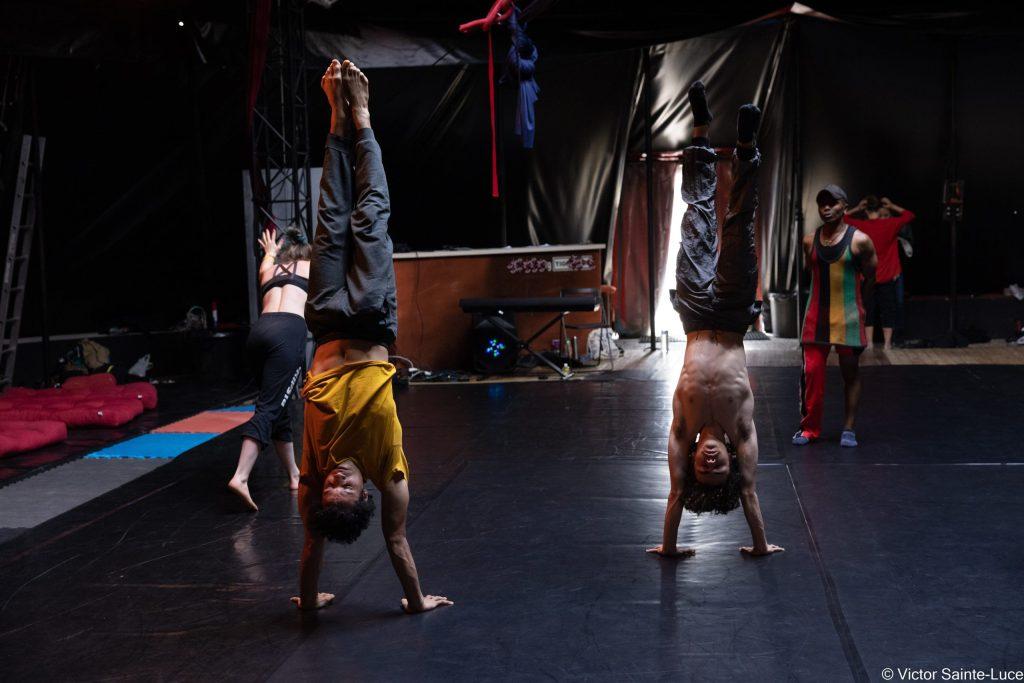 Le-Tour-Du-Monde-en-Galipette-Ecole-de-Cirque-Danse-Acrodanse-Acrobatie