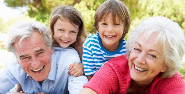 Les grands-parents choisissent les vacances en famille