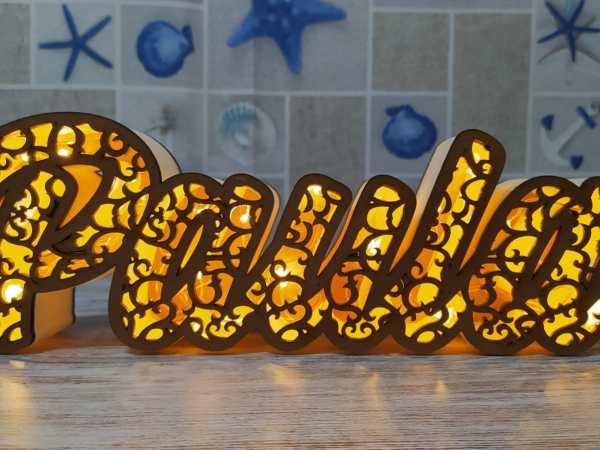 Nombre  de madera con luces