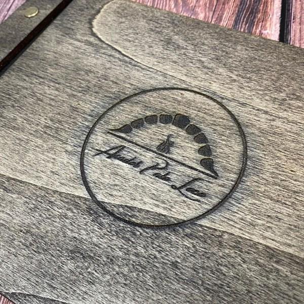 Carta en madera de roble de 4mm. de espesor con grabado y corte en láser.