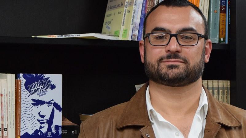 """Quería hacer un homenaje a Cortázar irreverente, como hubiera sido él"". Entrevista a Pablo Brescia | Letra Urbana"