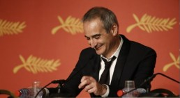 thumbnail_Olivier Assayas, Mejor Director
