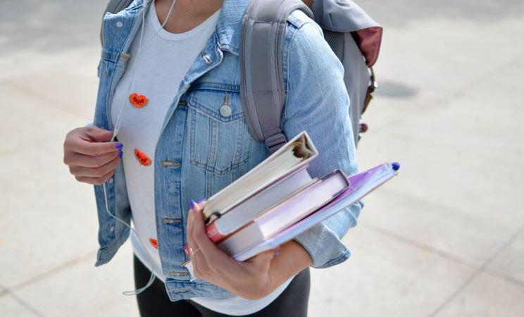 La escuela y la necesidad de orejas verdes | Letra Urbana