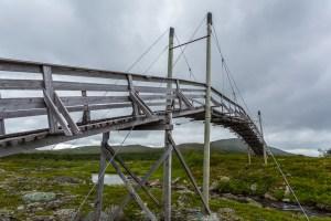 Den höga bron över ån