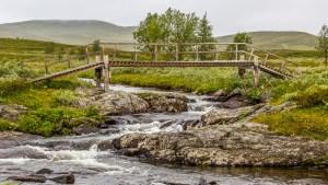 Bron vid morgonens tältplats