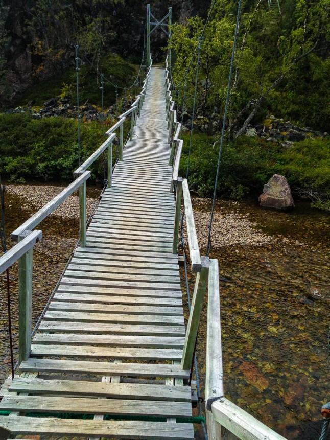 Skranglig bro över Divielva.