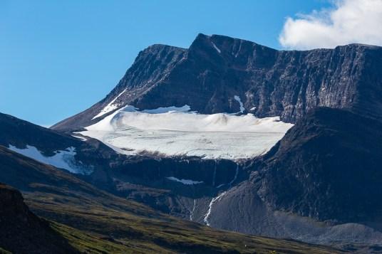 Fjället Likká med glaciären Likkájiehkki