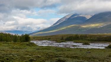 Berget Njunis, på andra sidan Ánjajohka.