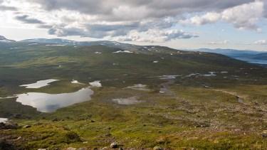 Från Boalnotjåhkkå har man fin utsikt över vår tältsjö.