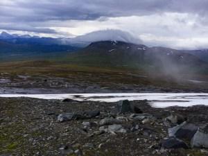 Utsikt över Boarkka och Máhttoajvve på väg upp på Mullka