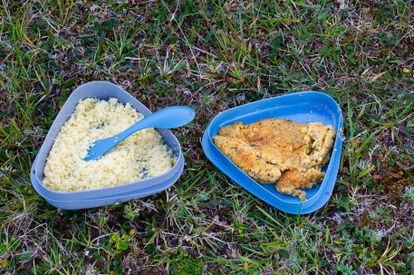 Kikärtsbiffar och couscous.