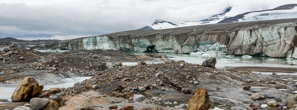 glaciärkant och smältsjö