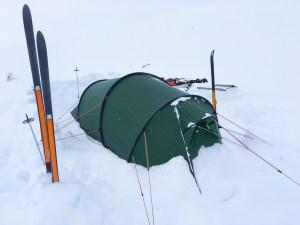 Tält i snön