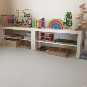 モンテッソーリ教育 ブログ 棚 ラック 収納 おもちゃ 玩具
