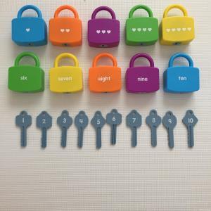 鍵の玩具 鍵のおもちゃ 知育玩具 おすすめ 2歳児 3歳児
