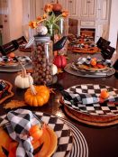 Halloweenský stůl - zdroj: Darlene Reno - Pinterest