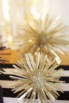 Zlatá novoroční hvězda - zdroj: TheSweetestOccasion