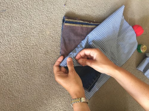 colocamos la tela a 4cm de la parte de arriba del saco