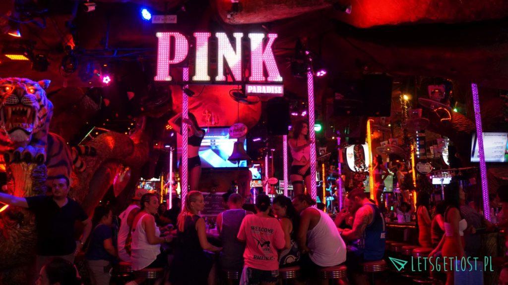 Bary z tańczącymi dziewczynami na Phuket