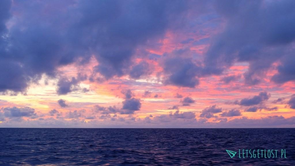 Zachód słońca nad morzem Flores