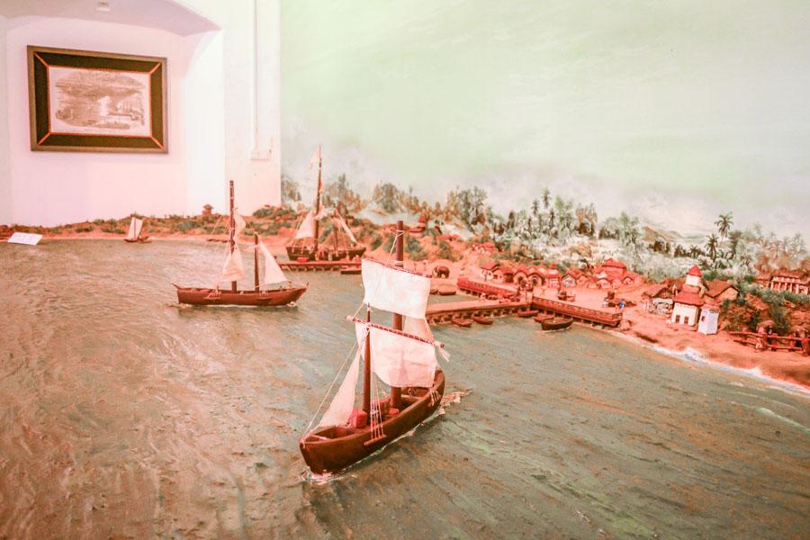 Trincomalee harbor sculpture